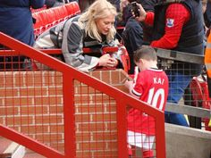 Kai Rooney singing autographs  Manchester United