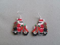 Biker Santa Earrings for Christmas in Delica seed beads Seed Bead Jewelry, Seed Bead Earrings, Beaded Earrings, Beaded Jewelry, Angel Earrings, Seed Bead Patterns, Jewelry Patterns, Beading Patterns, Beaded Christmas Ornaments