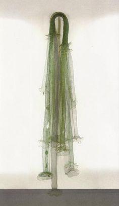 """Arline Fisch - Necklace, """"Green Waterfall"""", 1996, Stoff, Silber,  (Foto:AlexanderLaurenzo)"""