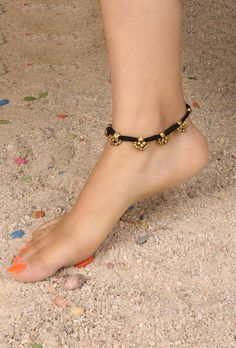 You dont need cute ankle for anklet, its a part of value addition to your beauty. Rope anklet with gold pierce. Gold Bangles Design, Gold Earrings Designs, Gold Jewellery Design, Necklace Designs, Fancy Jewellery, Beaded Jewellery, Bridal Jewellery, Ankle Jewelry, Baby Jewelry
