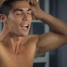Cristiano Ronaldo egy szál törölközőben kívánt boldog új évet - videó - Blog - Törölközőközpont
