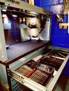 Huge Snap on krl tool chest Garage Tools, Garage Shop, Garage Workshop, Car Garage, Tool Box Storage, Garage Organization, Garage Storage, Shop Tool Boxes, Mechanic Tool Box