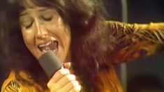 """Flashback To Jefferson Airplane's Explosive """"Somebody To Love"""" Performance On The Dick Cavett Show"""