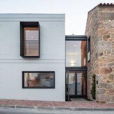 Filipe Pina + Maria Inês Costa add concrete  extension to stone house in Portugal - Referência Breno e Dienefer