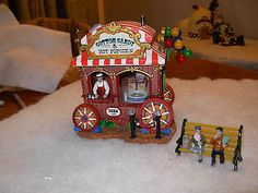 Lemax POPCORN SELLER Holiday Village//Train//Carnival  Set of 4