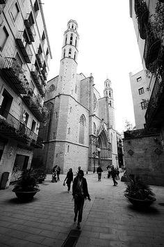 Una de las torres de la iglesia Santa Maria del Mar en el barrio Gòtic (Gótico) de Barcelona