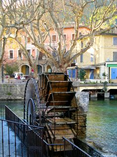 Paddle wheel, Sorgue Roue a Aube River, Fontaine de Vaucluse, Provence, France.