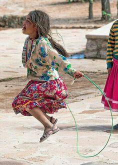 Alegre Niña Tarahumara de México.