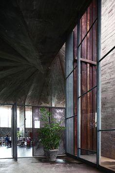 Galeria de Clássicos da Arquitetura: Igreja do Centro Administrativo da Bahia / João Filgueiras Lima (Lelé) - 17