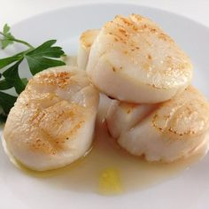 Brown Butter Sous Vide @sizzlefishfit Scallops made with @nomiku via www.ingredientsofafitchick.com