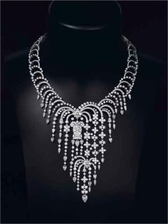 Stunning Cartier Diamond Necklet. Umm, can you say gorgeous and I will never, ever be able to afford. Hello sugar daddy, i kid.