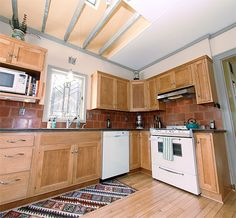 For some weird reason I'm drawn to this kitchen ... something very earthy and '70s about it!