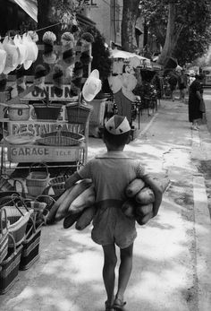 Henri Cartier-Bresson Provence-Alpes-Côte d'Azur. Vaucluse. Village of Piolenc near Orange.