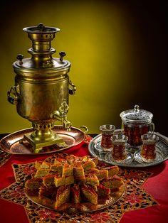Afternoon Tea Recipes, Paris Wallpaper, Tea Cafe, Turkish Coffee, Coffee Set, Food Crafts, Vintage Love, Party Time, Tea Party