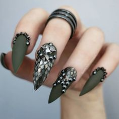 Do you like stiletto nails design? These kinds of nails are sharp and dangerous like the cat's paws. However, it has a slender beauty. White Nail Designs, Nail Art Designs, Nails Design, Stiletto Nail Art, Acrylic Nails, Hot Nails, Hair And Nails, Stud Nails, Gorgeous Nails