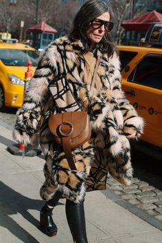 ニューヨークで行われた2016-17年秋冬ニューヨーク・ファッション・ウイーク会場から、最新のストリートスナップをお届け。