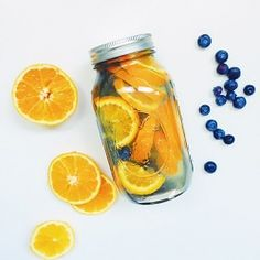 Use these delicious and healthy fruit infused water recipes to detox, lose weight, improve digestion and clear your skin. They're easy to prepare and taste amazing. Infused Water Recipes, Fruit Infused Water, Fruit Water, Infused Waters, Water Water, Bottled Water, Full Body Detox, Detox Your Body, Detox Plan