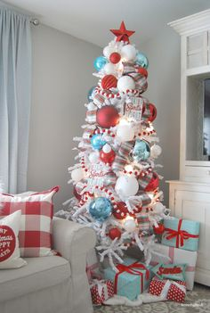 The Christmas countdown is just launched! Bring the magic of Christmas to your home! Because it is not always easy to imagine a Christmas decoration and holiday table consistent and really like you, deco. White Flocked Christmas Tree, Flocked Artificial Christmas Trees, Aqua Christmas, Silver Christmas Decorations, Diy Christmas Lights, Christmas Towels, Decorating With Christmas Lights, Colorful Christmas Tree, Christmas Tree Themes