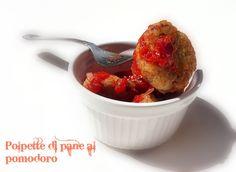 Polpettine di pane raffermo e patè di olive al pomodoro. La ricetta qui: http://www.unavnelpiatto.it/ricette/seconde-portate/tartine-e-purpett-di-pane-secco.php