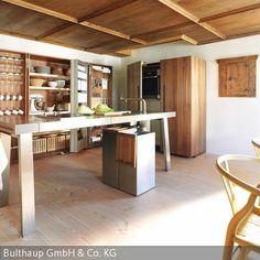 """Mit bulthaup b2 findet eine zeitgemäße Interpretation der ursprünglichen Küchenwerkstatt ihren Platz in diesem oberbayerischen """"Mittertennhaus"""". Mit  …"""