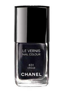 Vernis Chanel : un gris anthracite à la mode.  http://fashions-addict.com/Vernis-Chanel-un-gris-anthracite-a-la-mode_381___1056.html