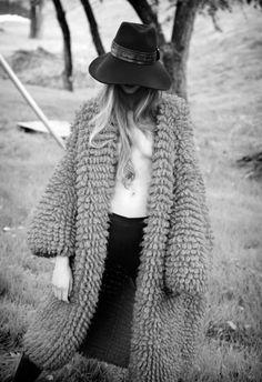 It looks like an old time Hungarian sheepherd's or cowboy's coat! Boho Fashion, Womens Fashion, 80s Fashion, Fashion Models, Inspiration Mode, Sweater Coats, Comfy Sweater, Vest Coat, Sweater Jacket