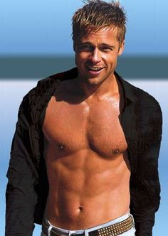 Want to look like Brad Pitt, the sexiest hollywood celeb. Read Brad Pitt Gym workout and diet plans to start transforming yourself into a Celebrity. X23 Logan, Brad Pitt Shirtless, Shirtless Actors, Brat Pitt, Gorgeous Men, Beautiful People, Hello Gorgeous, Beautiful Person, Raining Men