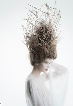 Architectural Fashion - avant garde hair with sculptural headpiece made using fine skewers // Anthony Marouz-(les arbres peuvent etre recouvert d'une structure(intervention sur les arbres, intervenir sur les arbres)