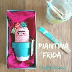 Frida Kalho inspired pink amigurumi cactus. Handmade ❤ CraftPatisserie #piantinafrida #piantinemotivazionali