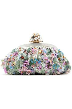 Floral clutch by Dolce & Gabbana Beaded Purses, Beaded Bags, Vintage Purses, Vintage Bags, Dolce And Gabbana Purses, Womens Purses, Beautiful Bags, Evening Bags, Evening Clutches