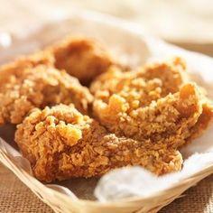 La ricetta per preparare a casa il pollo fritto all'americana che piace ai grandi e ai piccoli. Segui passo passo le istruzioni e prepara un perfetto pollo KFC-Style.