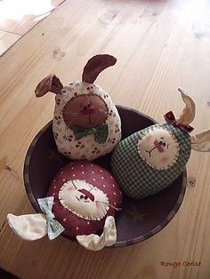 Chouette déco de Pâques à réaliser avec votre #oekairenaissance #DIY #cestmoiquilaifait Spring Crafts, Holiday Crafts, Happy Easter, Easter Bunny, Fabric Toys, Bowl Fillers, Primitive Crafts, Sewing Toys, Diy Projects To Try