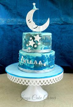 Another cake that I totally loved working on ! NILA means moon in Tamil and the client wanted a sky theme along with Moon and starts, for the little NILAA of her life! Did the water-coloring technique for a late evening sky feel on the cake. Space Baby Shower, Sky Moon, Awesome Cakes, Baby Shower Cakes, Shower Ideas, Cake Decorating, Bakery, Party Ideas, Stars