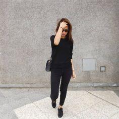 "2,089 Me gusta, 321 comentarios - Lúcia Cristina Chan (@lucitacris) en Instagram: ""Another Friday, another all black outfit."""