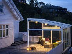 Container Gardening - An Answer To Minimal House For Increasing Vegetation Utedesign - Unik Uteplass 6 Pergola Plans, Diy Pergola, Pergola Curtains, Mosquito Curtains, Veranda Design, Veranda Ideas, Outdoor Living, Outdoor Decor, Patio Roof