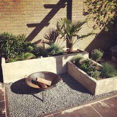 Mediteraanse tuin Ibiza, Backyard, Patio, Small Gardens, Wood Pallets, Garden Inspiration, Exterior, Landscape, Outdoor Decor