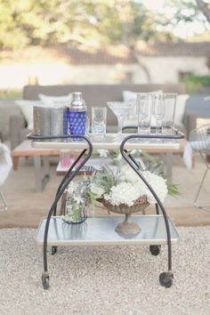 the perfect backyard soiree bar set up  Photography by http://elisabethmillay.com