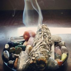 Burning Sage ! Clean the energy ! MAGGYCALHOUN.COM