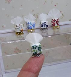 Miniature Crafts, Miniature Dolls, Living Room Accessories, Lps Accessories, Diy Doll Miniatures, Vitrine Miniature, Dollhouse Accessories, Doll Furniture, Dollhouse Furniture