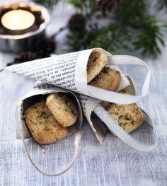 De her lækre julesmåkager har en frisk smag af citron, som kan være et forfriskende indspark blandt alle de søde julesager. En moderne udgave af finskbrød!