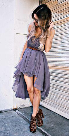 vestido de corto y lardo con zapatos de botin cafe