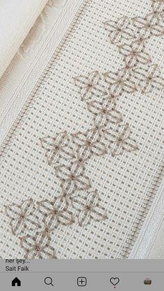 Tela Aida lavori Kasuti Embroidery, Simple Embroidery, Hand Embroidery Stitches, Hand Embroidery Designs, Embroidery Patterns, Cross Stitch Bookmarks, Cross Stitch Borders, Cross Stitch Flowers, Cross Stitch Charts