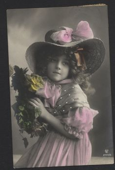 MB2746 FAMOUS MYSTERY MODEL GRETE REINWALD DRESSED IN VICTORIAN HAT AND DRESS