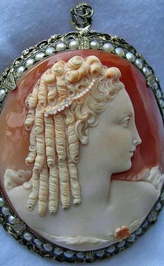 Cameo of Marie Antoinette commissioned for her by King Louis XVI.