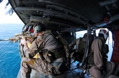 Inside the U. Navy SEALs: See America's elite warriors unleashed - Photos - Washington Times Us Navy Seals, Le Sniper, Sniper Rifles, Special Operations Command, Military Special Forces, Military Service, Military Life, Military Art, Green Beret