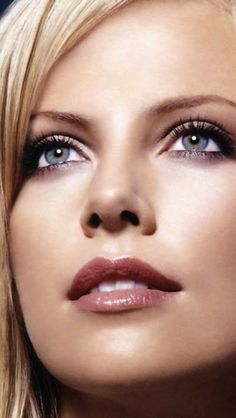 Charlize Theron Looks Totally Different with Baby Bangs - Celebrities Female Charlize Theron, Beautiful Eyes, Beautiful People, Beautiful Women, Beautiful Celebrities, Beautiful Actresses, Glamour Photography, Interesting Faces, Timeless Beauty