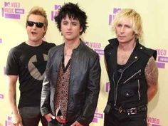 Green Day have postponed the beginning of their 2013 arena tour while Billie Joe Armstrong continues rehab.