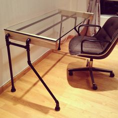 Glass & Pipe Bentleg Desk por cushdesignstudio en Etsy, $600.00