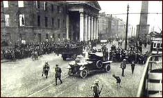 Image of British army searching for arms Ireland 1916, Dublin Ireland, British Army, British Isles, Old Pictures, Old Photos, Bbc History, Easter Rising, World Conflicts