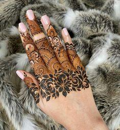 Henna Hand Designs, Mehndi Designs Finger, Henna Tattoo Designs Simple, Modern Mehndi Designs, Mehndi Design Pictures, Mehndi Designs For Girls, Mehndi Designs For Fingers, Simple Arabic Mehndi Designs, Beautiful Mehndi Design
